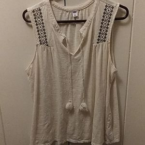 Sleeveless White blouse with black stitched design